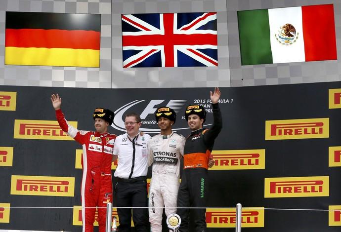 Lewis Hamilton, Sebastian Vettel e Sergio Pérez no pódio do GP da Rússia (Foto: Reuters)