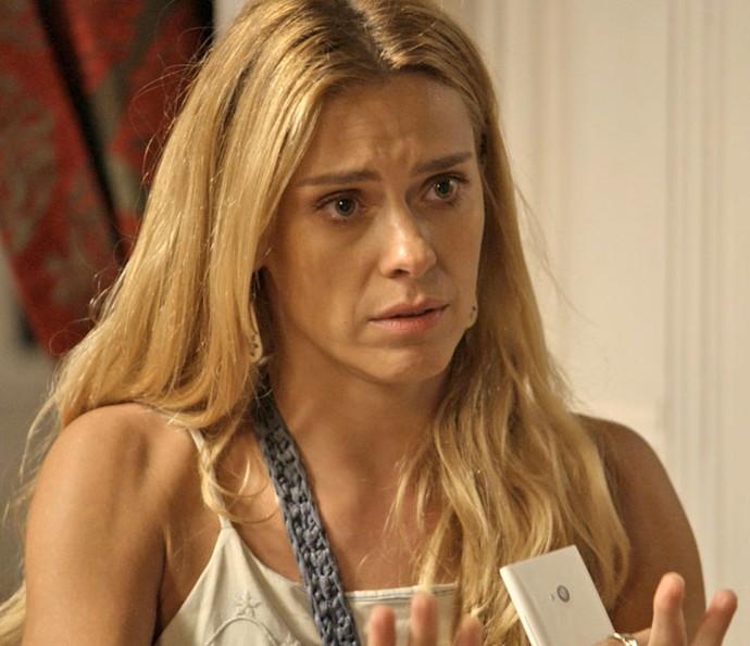 Após mostrar gravação, Lara tenta acalmar Nelita (Foto: TV Globo)