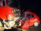 Carro bate de frente com caminhão após ultrapassagem e 4 morrem