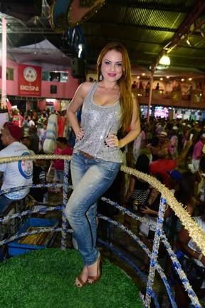 Ellen Rocche na quadra da escola de samba Rosas de Ouro em São Paulo (Foto: Leo Franco/ Ag. News)