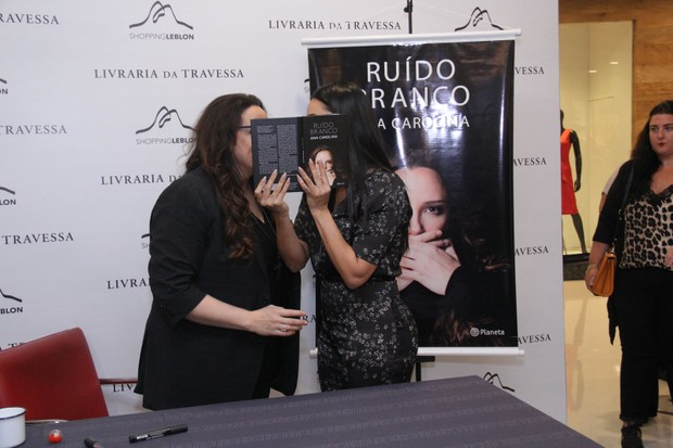 Ana Carolina e Letícia Lima (Foto: Wallace Barbosa/AgNews)