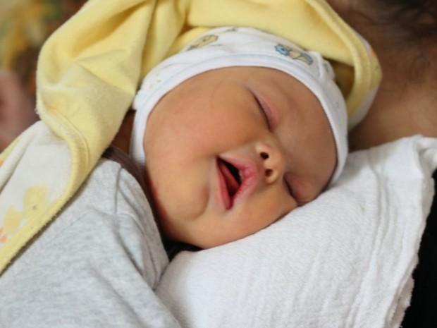 Leo, bebê que nasceu com síndrome de Down, veio ao mundo em 21 de janeiro, em um hospital da Armênia (Foto: Reprodução/Facebook/Samuel Forrest)