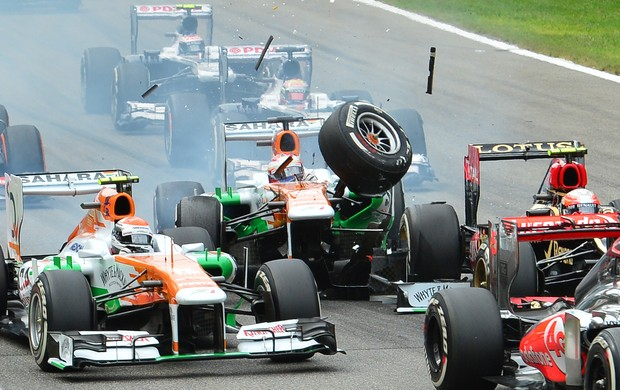 Paul di Resta bate na largada do GP da Itália (Foto: AFP)