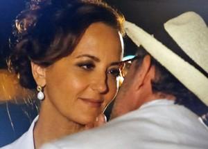Guiomar foge de beijo (Foto: Flor do Caribe / TV Globo)