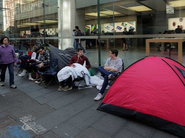 Consumidores enfrentam 48 horas de fila em Sydney para comprar novo iPhone (Foto: Jason Reed / Reuters)