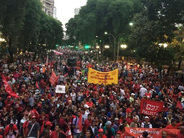 Protesto chega à Praça da República (Foto: Karina Godoy/G1)