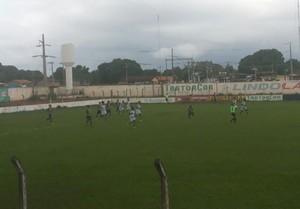 Alvorada vence o Ricanato no estádio Elias Natan (Foto: Jairo Santos/TV Anhanguera)