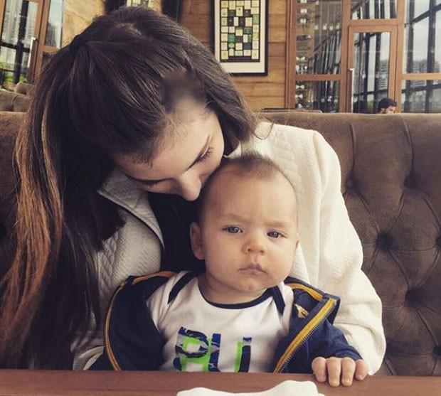 Bruna Hamú e o filho, Julio (Foto: Reprodução Instagram)