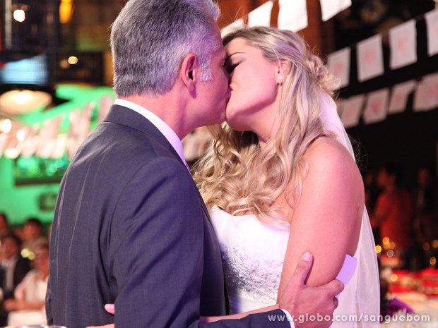 Brunettý se casa com Nelson. Arrasou, Mangaba! (Foto: Sangue Bom / TV Globo)