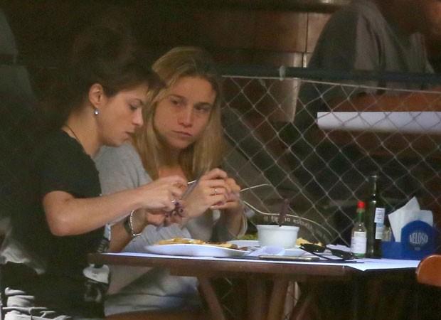 Priscila Montandon e Fernanda Gentil  (Foto: ANDRÉ FREITAS/ AGNEWS )