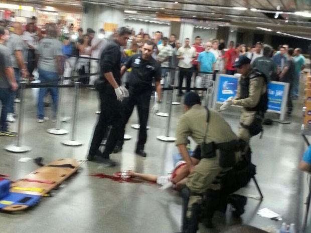Homem é baleado dentro do Metrô Uruguaiana (Foto: Gerson Cardoso/ Watsapp)