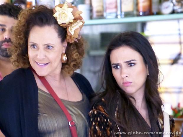 Márcia encontra um advogado no bar de Denizard (Foto: Amor à Vida / TV Globo)