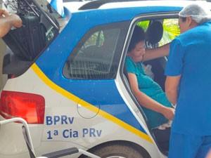 Mulher dá à luz em viatura da polícia rodoviária na Bahia (Foto: Divulgação/PM)