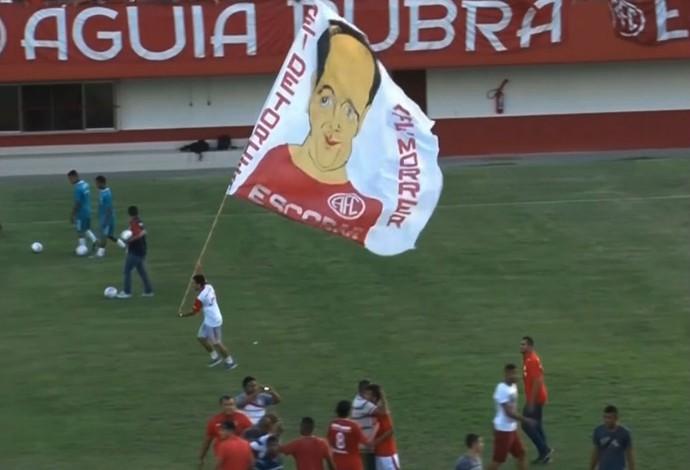 Bandeira Alex Escobar América (Foto: Reprodução SporTV)