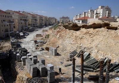 Foto de arquivo mostra canteiro de obras em assentamento judaico na Cisjordânia. Área deve ganhar mais moradias (Foto: Oded Balilty/AP)