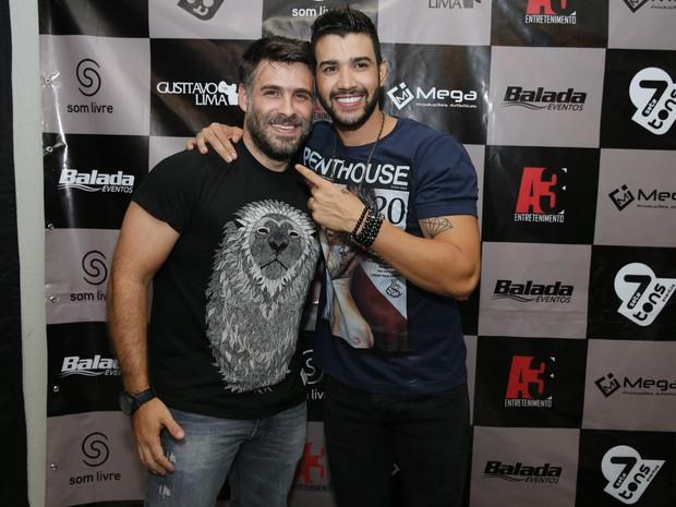 Raoni Carneiro e Gusttavo Lima em bastidores de show em Fortaleza, no Ceará (Foto: Felipe Panfili/ Divulgação)