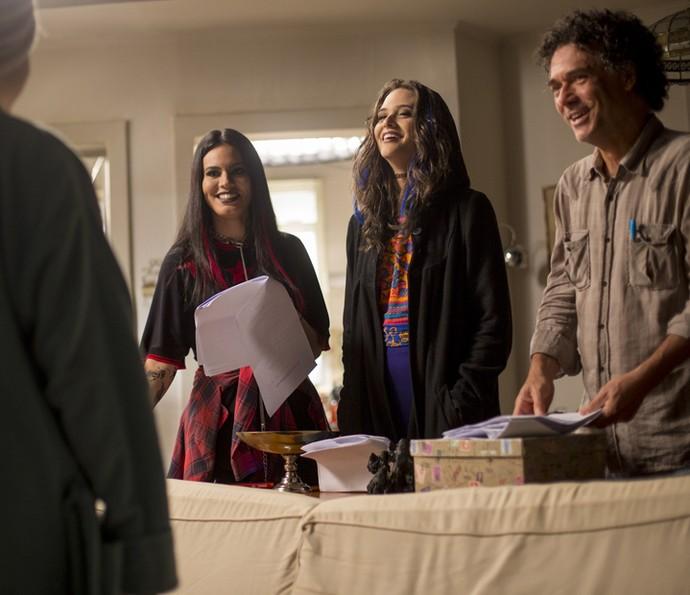 Letícia Lima durante as gravações de 'Totalmente Sem Noção', com Juliana Paiva e o diretor Luis Felipe Sá  (Foto: Fabiano Battaglin/Gshow)