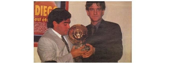 Maradona com a Bola de Ouro em 1995