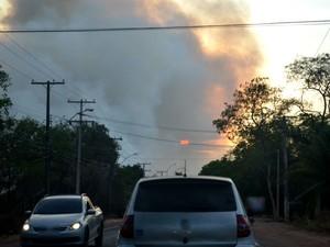 Fumaça podia ser vista em vários pontos de Macapá (Foto: Jéssica Alves/G1)