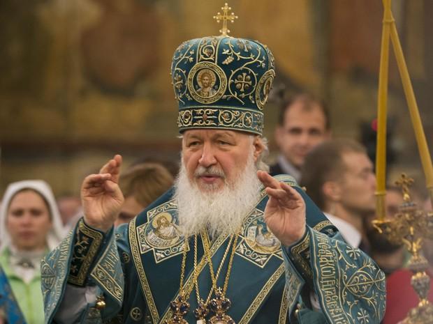 O Patriarca da Igreja Ortodoxa Russa, Kirill, conduz cerimônia na Catedral de Assunção, em Moscou, em 4 de novembro de 2015 (Foto: AP Photo/Alexander Zemlianichenko)