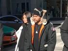Selena Gomez e The Weeknd passeiam de mãos dadas no Canadá