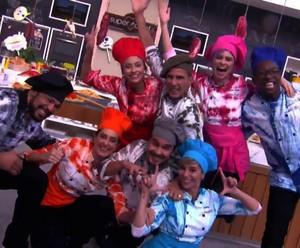 Participantes do 'Super Chef Celebridades' na paródia final (Foto: TV Globo)