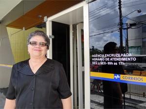 Maria José trabalha há 50 anos nos Correios. (Foto: Katherine Coutinho/G1)