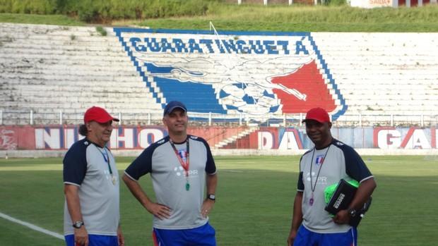 Sandro Gaúcho (à direita) Carlos Octávio (centro) Guaratinguetá (Foto: Filipe Rodrigues)