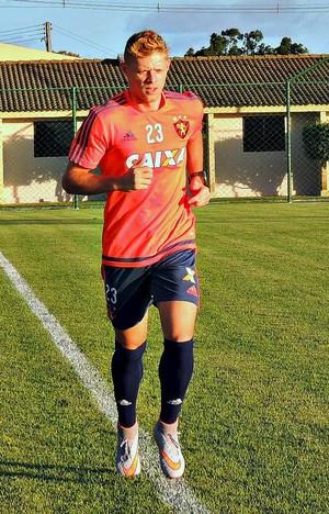 Marlone no CT do Sport (Foto: Lucas Liausu)
