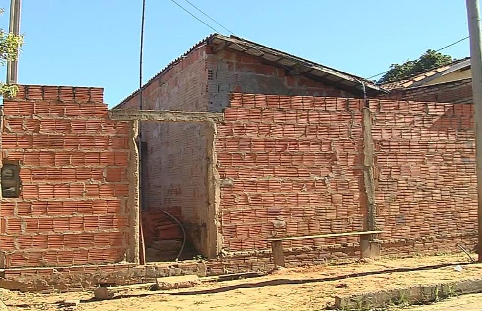 Crime aconteceu em uma casa na Vila Tiritan  (Foto: Reprodução / TV TEM )