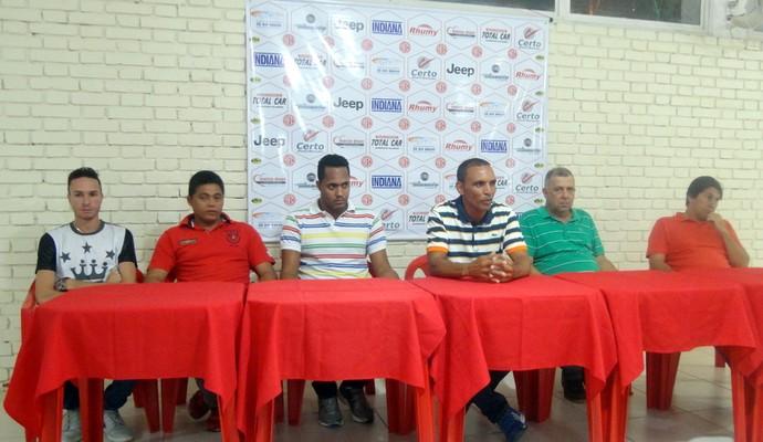 Diretoria apresentou técnico Gilmar Estevam, que retorna ao time para melhorar campanha do Dragão. (Foto: América-TOT/ Divulgação)