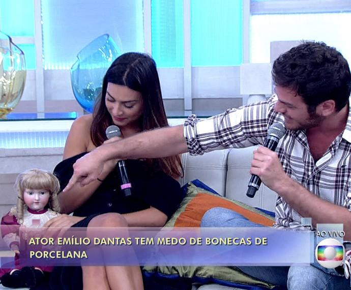 Emílio Dantas diz que tem medo de boneca de porcelana (Foto: TV Globo)