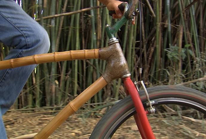 Marcão foi conhecer de perto a bicicleta de bambu (Foto: Revista de Sábado  / TV TEM)