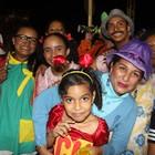Família faz da avenida a Vila do Chaves (Josiel Martins/G1)