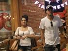 Ex-BBBs Daniel Manzieri e Juliana Dias passeiam juntos no Rio