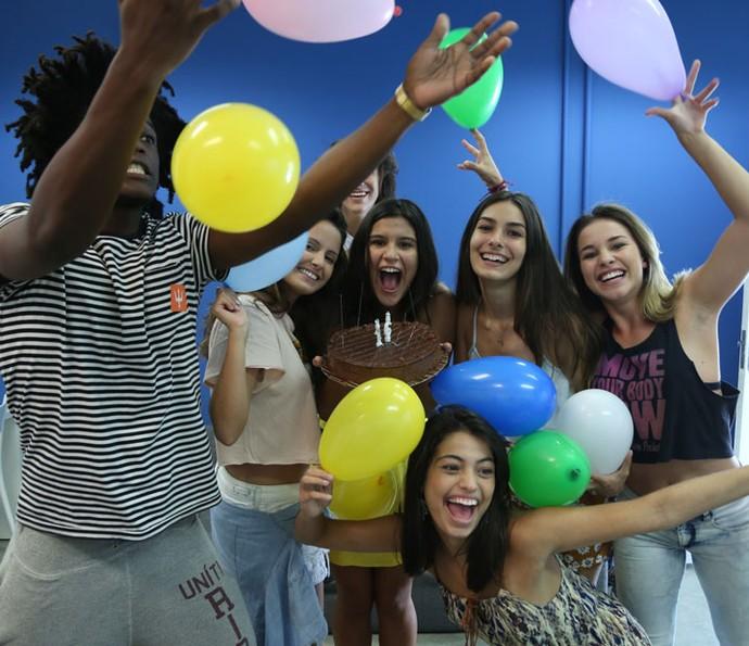 Giulia ganhou festa surpresa no Projac (Foto: Fabiano Battaglin/Gshow)