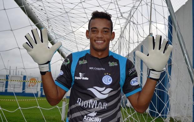 Danilo quer se profissionalizar no Confiança (Foto: Felipe Martins/GLOBOESPORTE.COM)