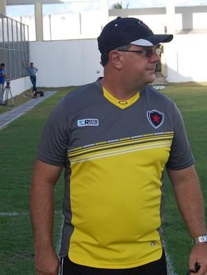Marcelo Vilar terá o retorno do lateral-direito Ferreira e volante Sandro (Foto: Lucas Barros / Globoesporte.com/pb)