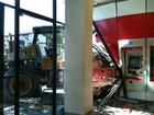 Em Olinda, homem invade agência bancária com rolo compressor e foge