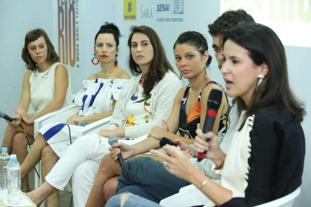 Livia Breves, Dani Sabbag, Gabriela Garcia, Maitê Lacerda, Hugo Galindo e Bruna Seve Patko (Foto: Roberto Filho)