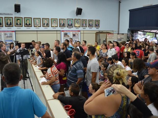 Populaçaõ protesta na Câmara Municipal de Nova Odessa (Foto: Asessoria de imprensa da Câmara Municipal de Nova Odessa)