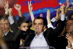 Zuluaga vence as eleições na Colômbia e disputará segundo turno com Santos
