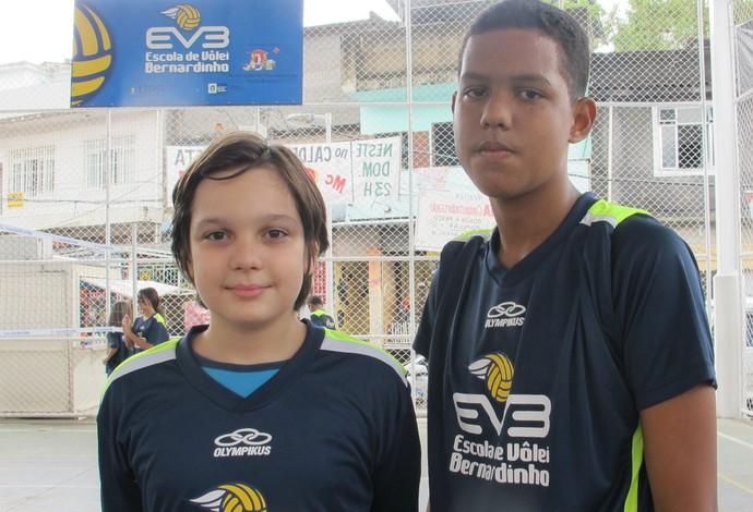 Alexander e Pedro estão treinando com Flamengo e Fluminense, respectivamente (Foto: Carol Fontes)