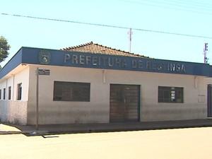 Prefeitura de Restinga está trancada desde cassação de prefeito (Foto: Márcio Meireles / EPTV)