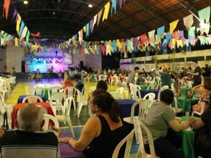 Arraial reuniu centenas de pessoas no Parque do Idoso (Foto: Suelen Gonçalves/G1 AM)