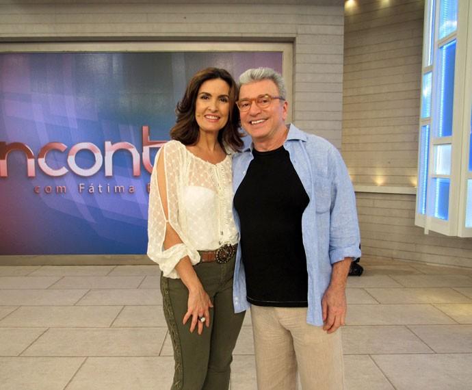 A apresentadora com o jornalista Edney Silvestre (Foto: Carolina Morgado/Gshow)