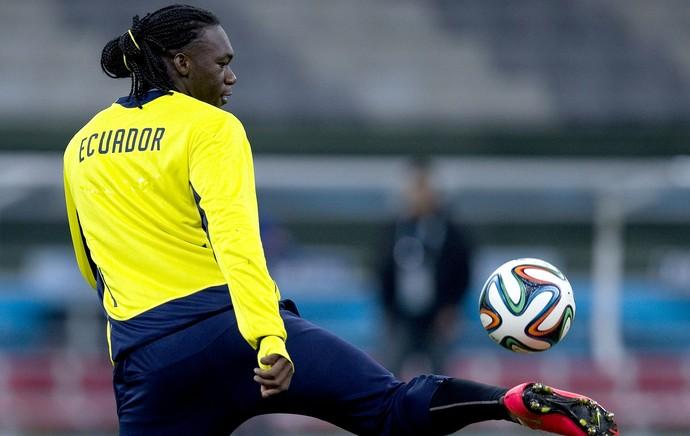 Felipe Caicedo no treino do Equador (Foto: EFE)
