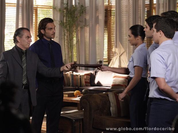 Tenentes pedem para verificar dossiê contra Cassiano (Foto: Flor do Caribe / TV Globo)
