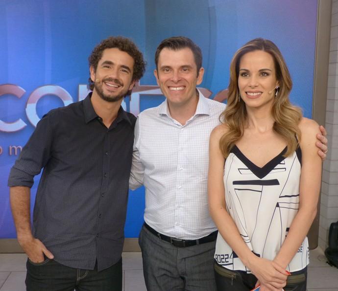 Felipe e Ana com o consultor financeiro Gustavo Cerbasi (Foto: Ana Puñal/Gshow)