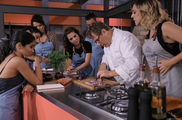 Claude Troisgros grava 'Que marravilha! Escola de cozinha' (Foto: Divulgação/GNT)